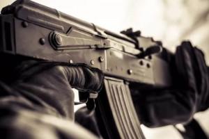 В Запорожье наркоман угрожал детям автоматом