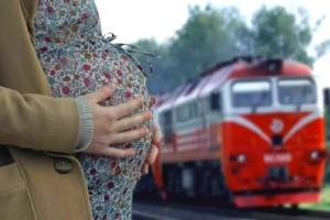 Беременная женщина родила ребенка прямо в поезде