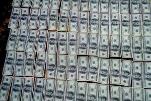 Налоговик, получивший взятку в начале недели, уже дома