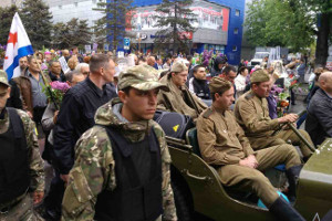 Со слезами на глазах: как отмечают в Мелитополе День Победы