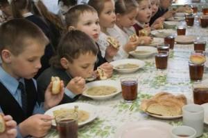 В Запорожье 20 детей слегли с отравлением после обеда в столовой