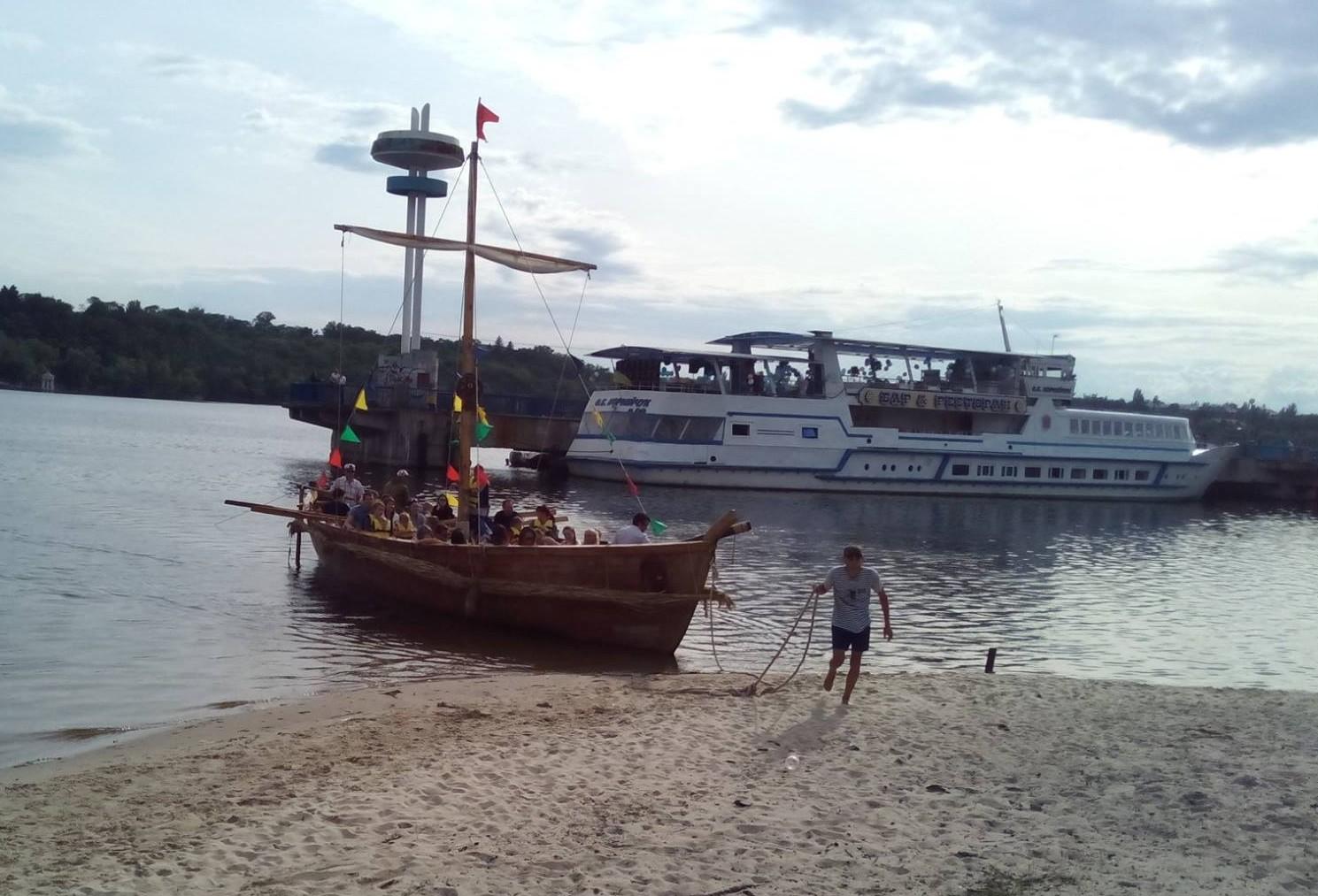 Приплыли: «Казацкая чайка» нелегально перевозила туристов по Днепру