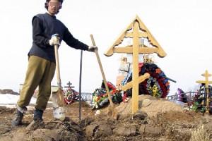 Беспредел: в Запорожье ритуальщики надругались над могилой женщины