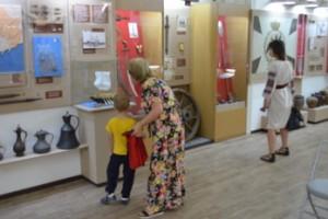 Викторина и тематические выставки прошли в музее ко Дню Независимости