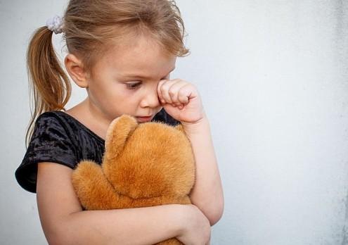 Пьяный отец бросил свою 6-летнюю дочь на ярмарке