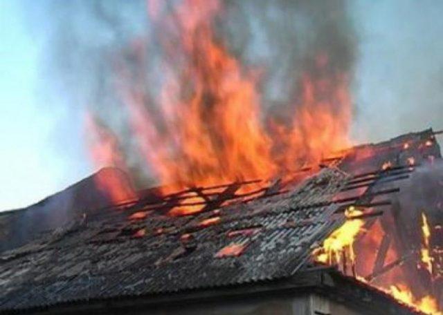 В Мелитополе мужчина вскрыл себе вены и поджег дом