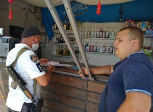 На азовском побережье мелитопольцы захватывают пляжи и вымогают деньги у отдыхающих