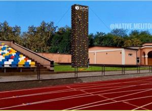 На стадионе в парке устанавливают 13-метровый скалодром