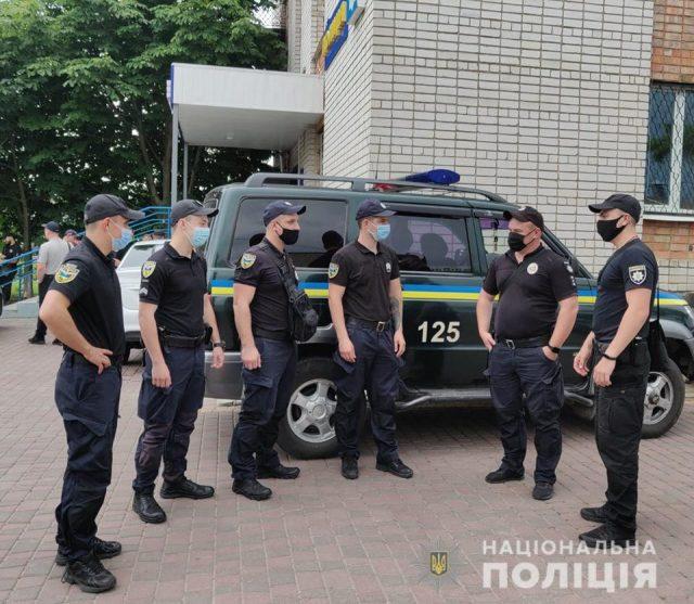 Полицейские наводнили Кирилловку